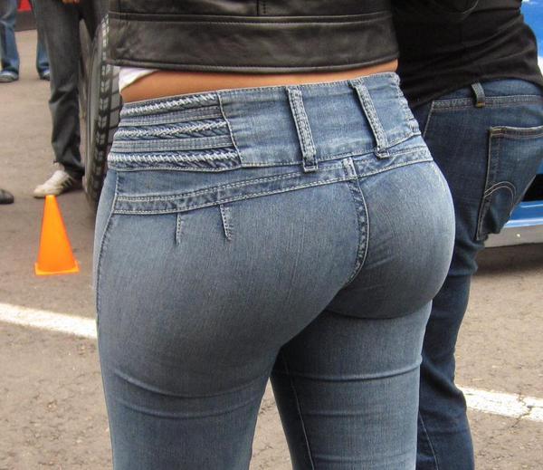 в обтягивающих джинсах попы фото