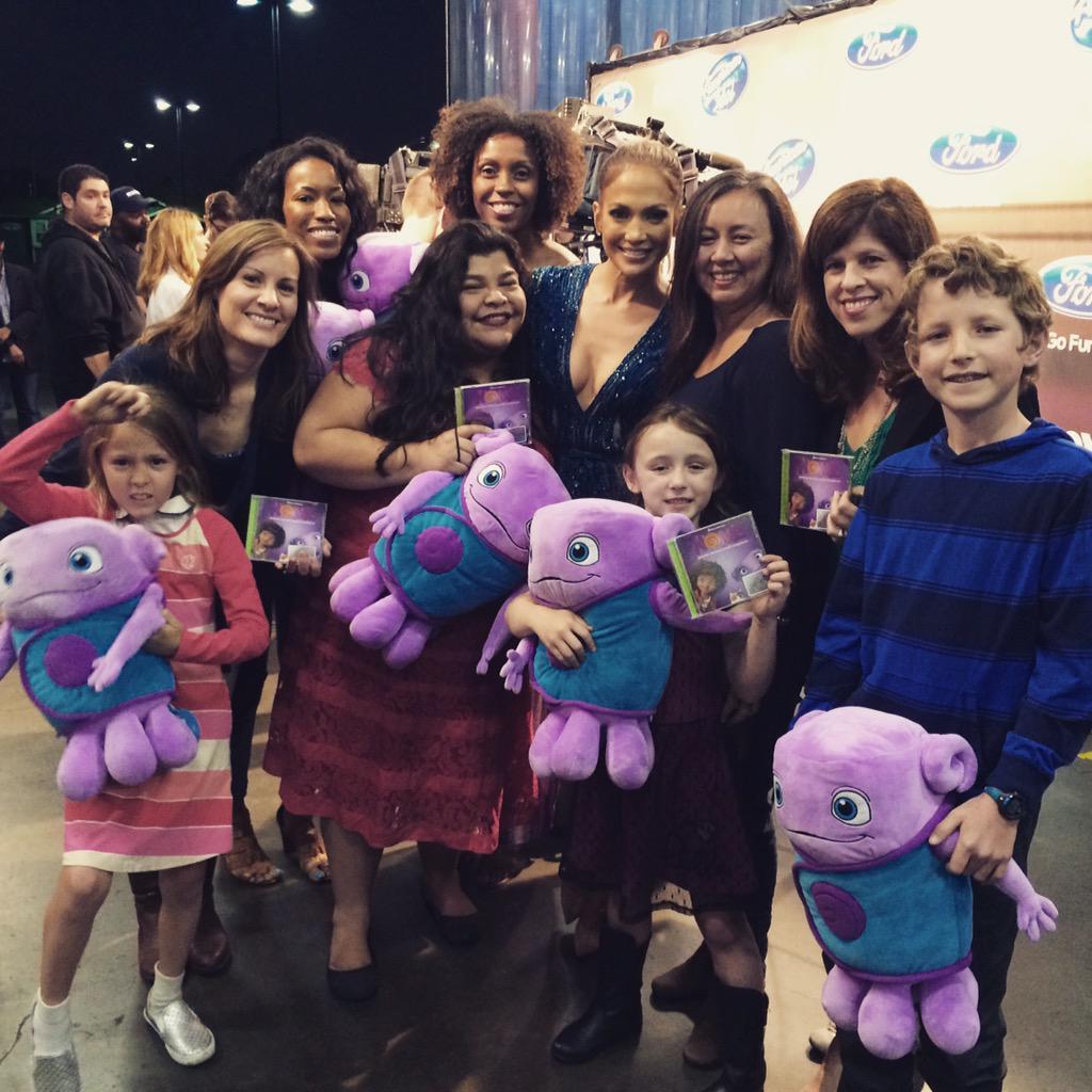 Fun night at #AmericanIdol for #dreamworksHOME - yes, that's @JLo w/ @la_story @SassyMamainLA @ThatsITLA @yvonneinla http://t.co/AmRWKbOE3P