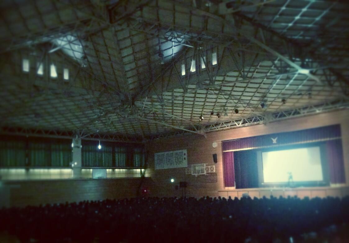 母校、尼崎北高校! かわいい後輩たちに、 かつ入れてきました。 (^_^)v(^^♪ http://t.co/BVs1eizAVk
