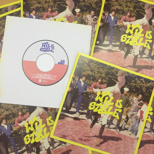 『ワイルド・スタイル』映画のパンフレットは7インチレコードをモチーフにしたデザインで、なんと500円!!是非劇場でお手にとってくださいね