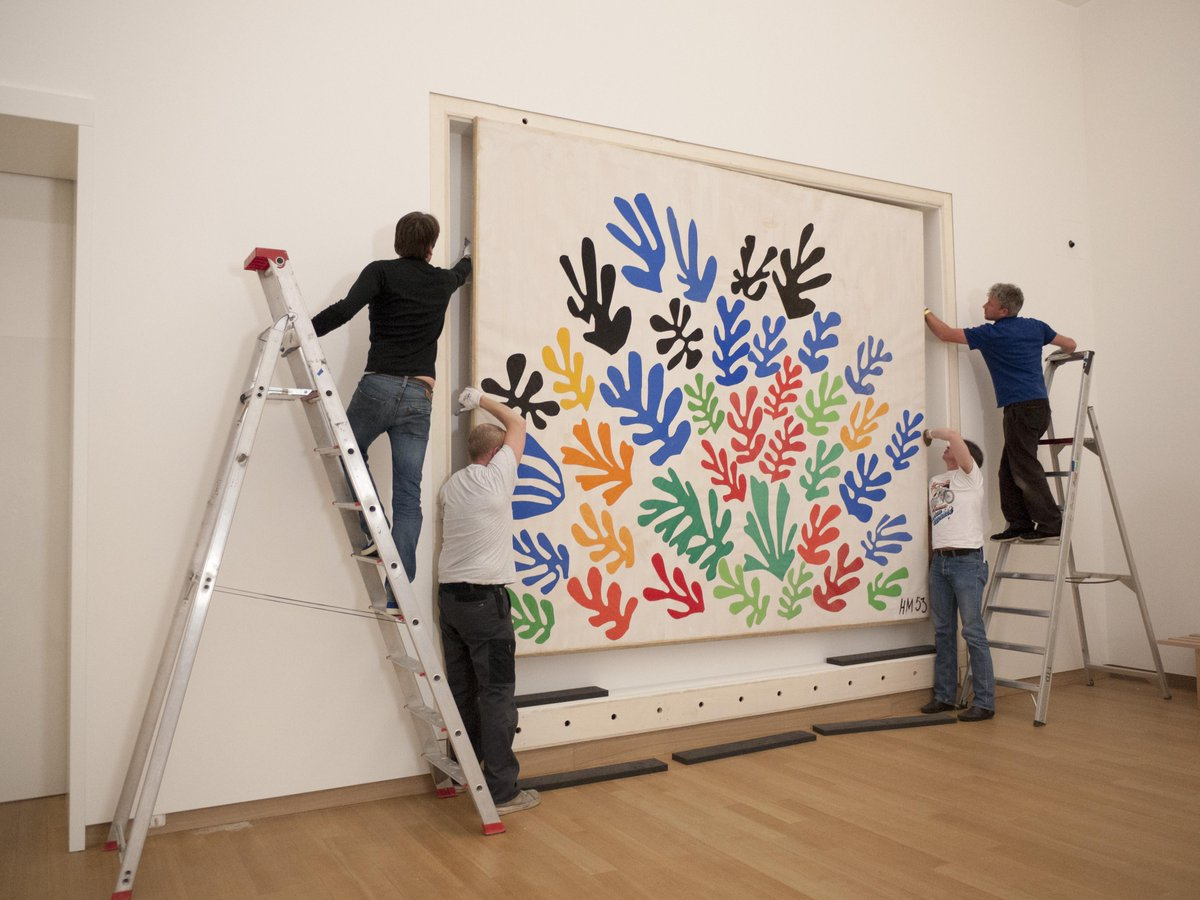 Spring just arrived! Not only outside, but also inside the museum because we're preparing the #Matisse exhibition http://t.co/D8SdSbM3CK