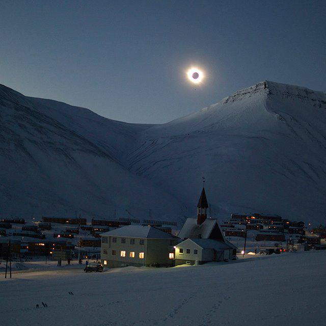 Check out this awesome photo of today's eclipse from Tine Mari Thornes in Norway! http://t.co/yrvNrL1D6g
