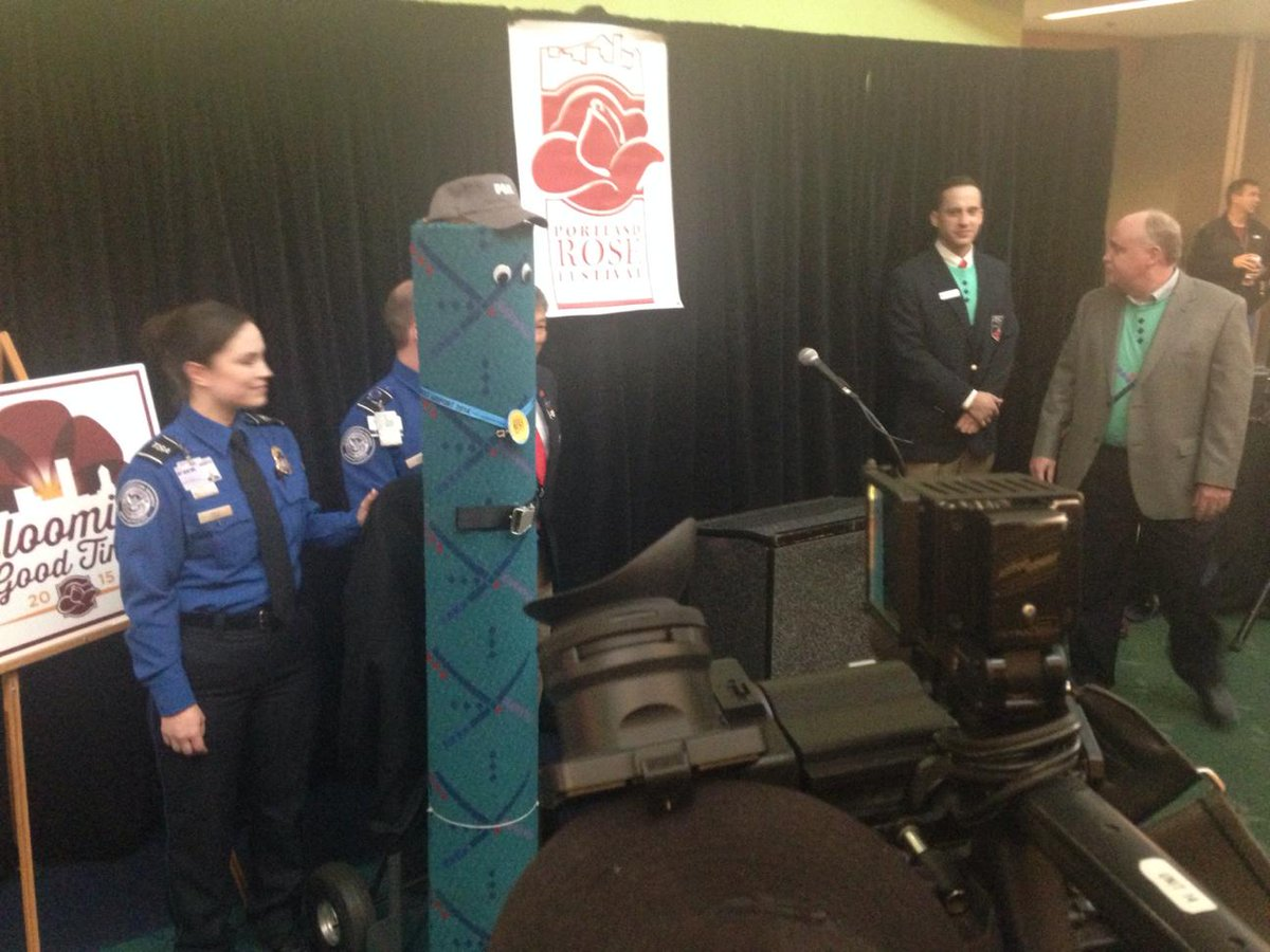 From @RachaelKGW: The #PDXCarpet is the Grand Marshal of the #StarlightParade http://t.co/Y3cMy1Qhq1