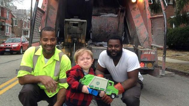 Toddler breaks down after meeting his heroes - the garbage collectors http://t.co/3EpLPaKvuA http://t.co/isx7g8d1p0