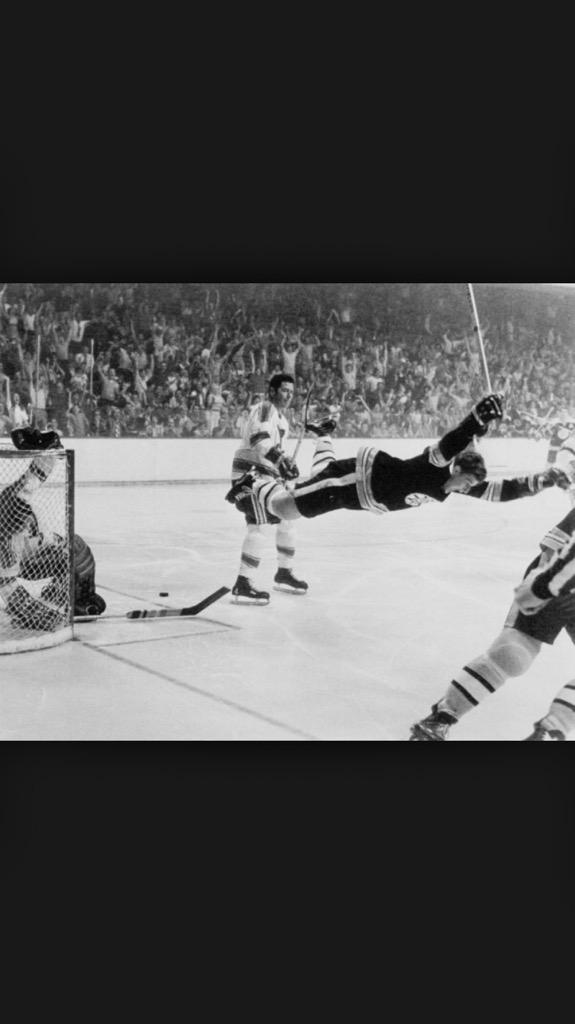 Happy 67th birthday to the greatest hockey player of all-time Bobby Orr! #simplythebest #classacttoo #Bruinslegend http://t.co/z6HCToGWBq