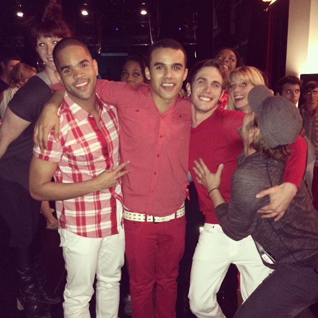#GleeSeriesFinale TONIGHT!! 8pm #Glee !! http://t.co/0gHwoiRhPZ