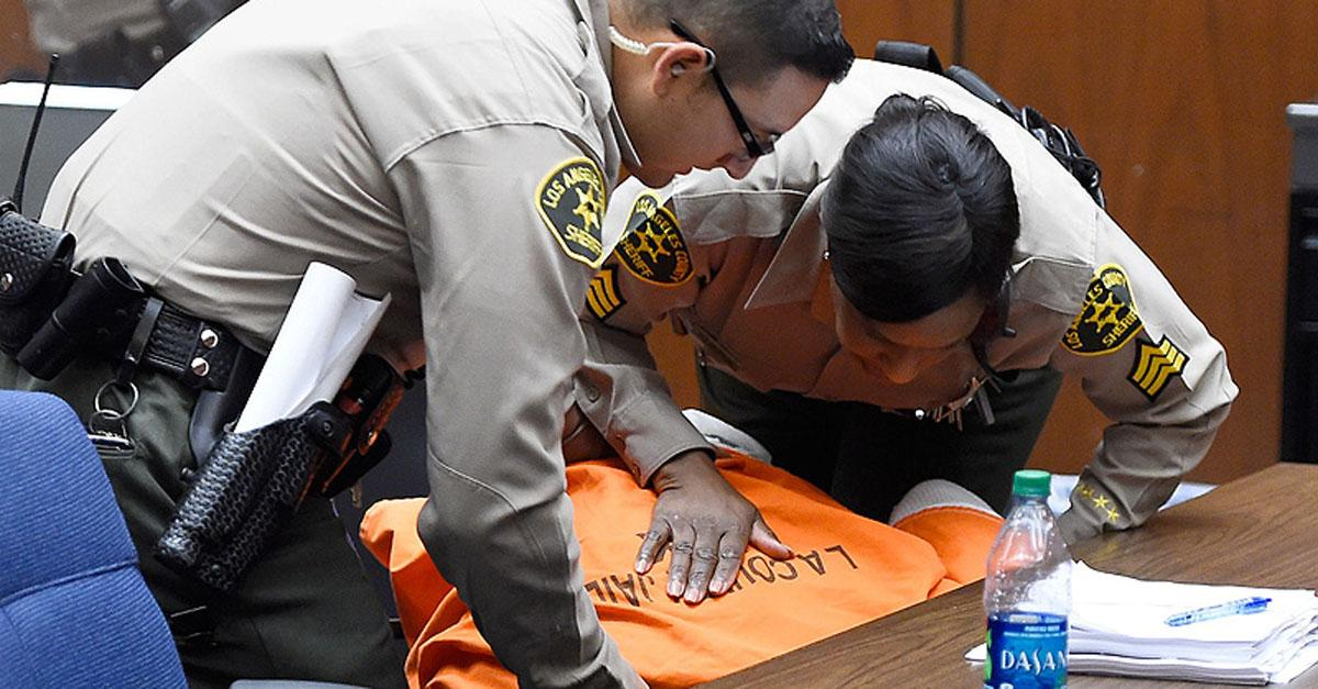 Suge Knight collapses in court after the judge sets his bail at $25 million