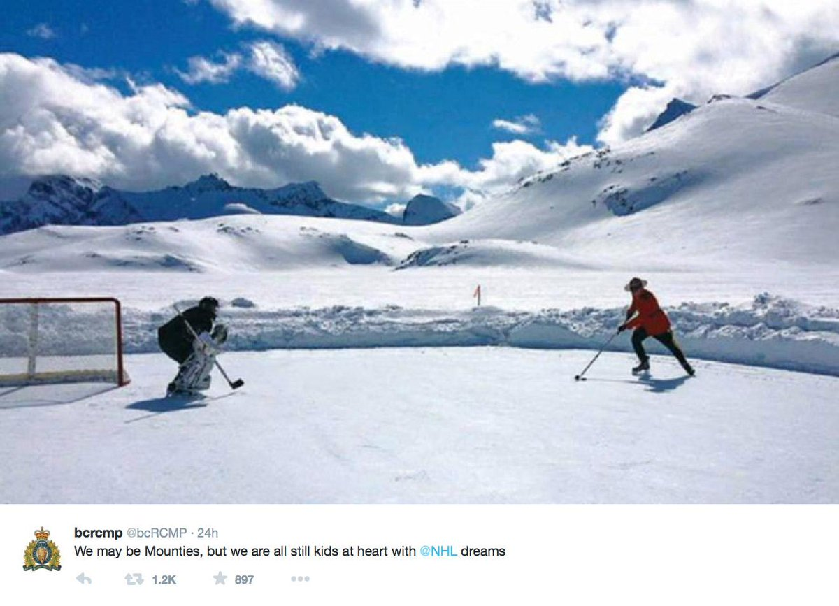 Is this the most Canadian photo, ever?  http://t.co/JyTKcfxIGb http://t.co/nJZ9oYlpBv