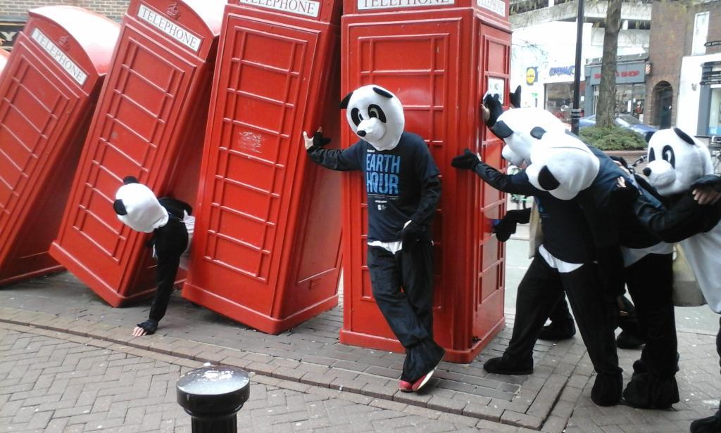 @wwf_uk #EarthHourUK #PandasOnTour #Kingston... http://t.co/Y0NpRfgnC0
