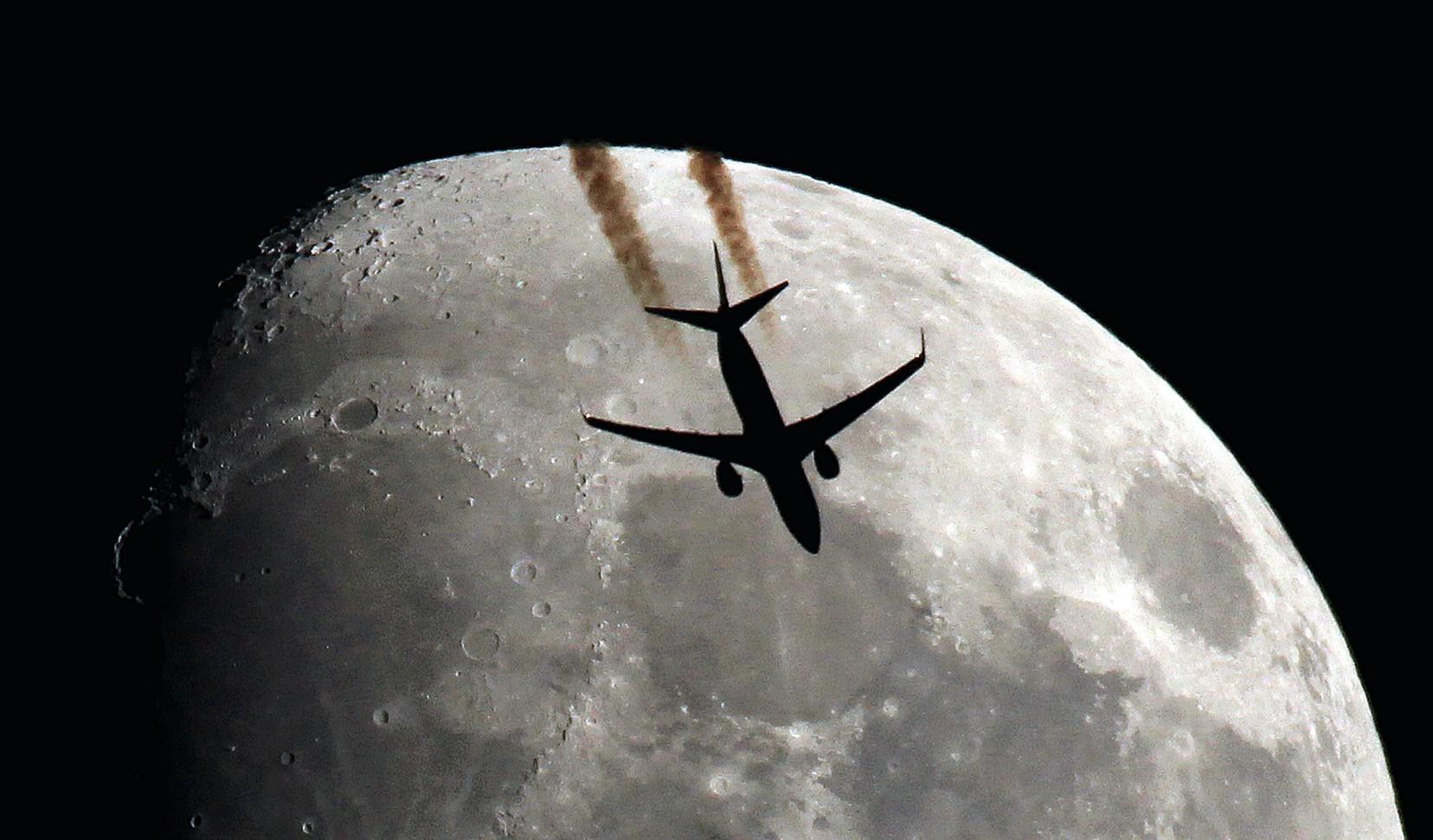 RT @lebribri: @El_Universo_Hoy Wow ! #BOEING737 (US) in SPACE !   photo: @lebribri (France) http://t.co/5IFeVryVzM