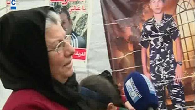 أمهات العسكريين المخطوفين لن يحتفلن بعيدهن http://t.co/Ekh7bHZPjL (شاهدوا الفيديو ) @YazbekWehbe #لبنان http://t.co/PQvoSjnlGt