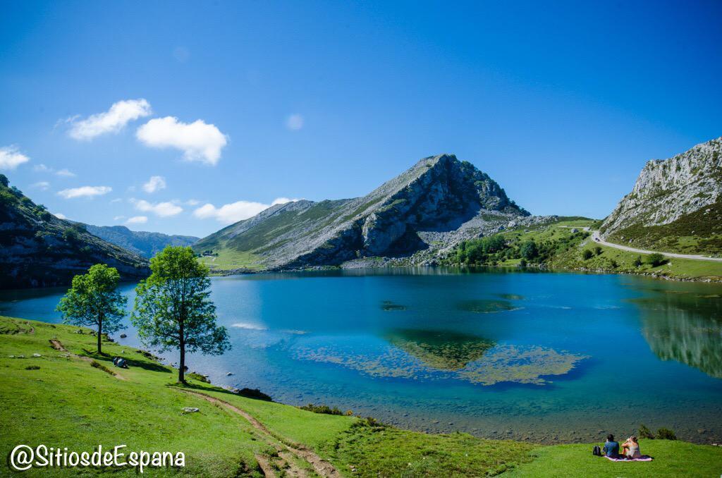 Lagos de #Covadonga, un paraiso de leyendas: http://t.co/DUez3NJVuU #Asturias #Spain vía @sitiosdeespana http://t.co/CMTJm4Tjiz