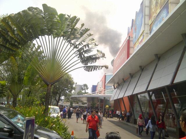 kebakaran di Margocity Depok http://t.co/xN5TsW0kOn (via @PutraArdhana)