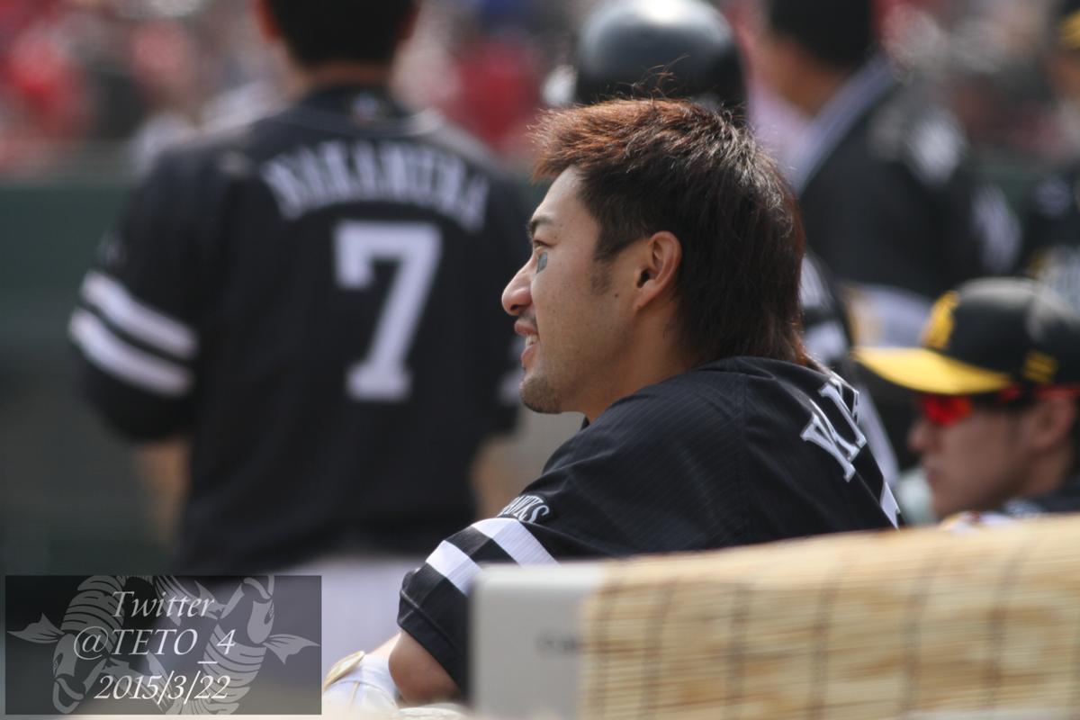 黒田が球場にでてきた大歓声に、思わずすげぇと言っていた柳田 悠岐。目がキラキラ。いいんやで( #sbhawks http://t.co/pmOTl3eCcH