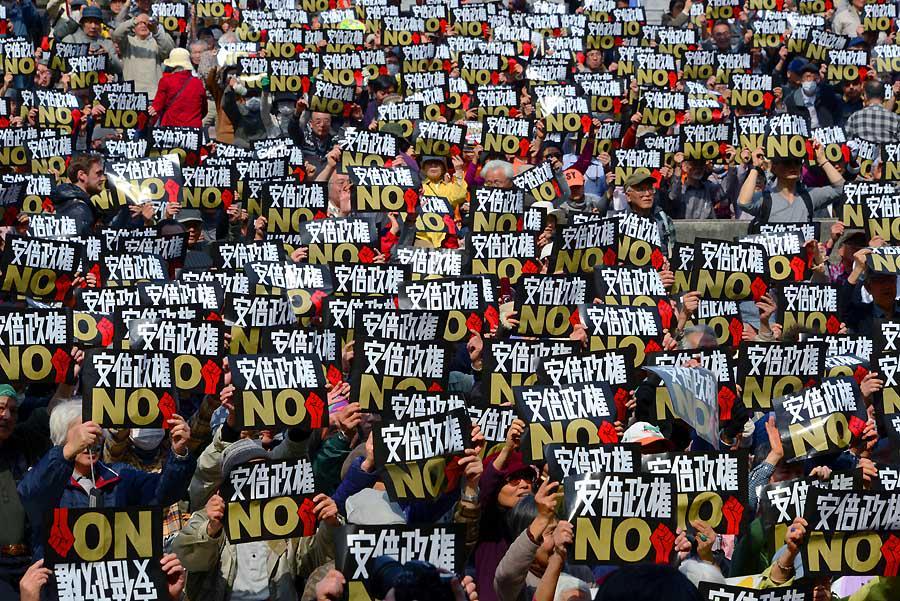 「3・22安倍政権NO!大行動」から。とりあえず一枚目。 日比谷野音にて 2015年3月22日 山本宗補撮影 http://t.co/roCkOTBpfy