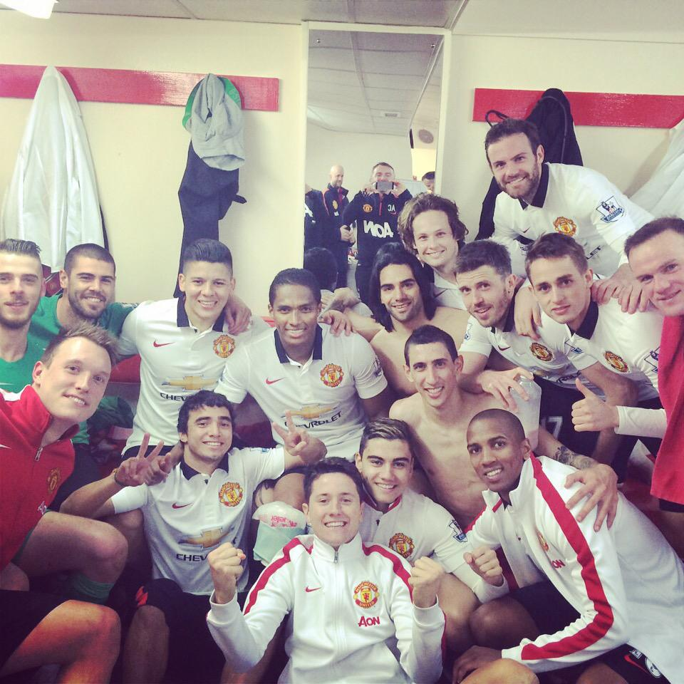 What a team effort!! What a victory!! What a day!! Unforgettable. @ManUtd http://t.co/Xfw3TTcLZE