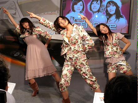 Perfumeが伊勢丹とコラボという事なので高島屋とコラボした時の画像貼っておきます http://t.co/ltcPj1bz84