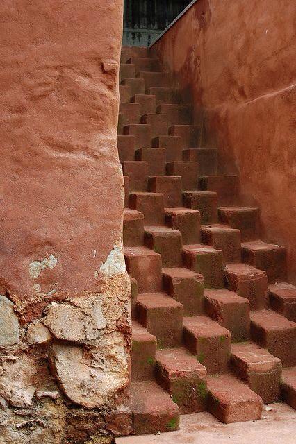 Escaleras imposibles por las que transcurre la vida #archilovers #architecturaldesign #architecture #art #escultura http://t.co/scY1LfIzE5