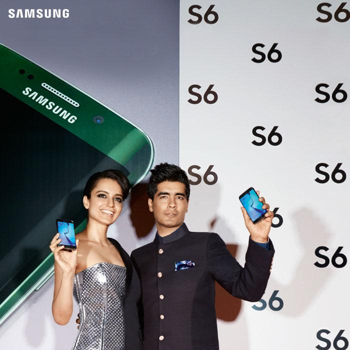 Kangana Ranaut & @ManishMalhotra1 check out the new trendsetters, the #GalaxyS6 & #GalaxyS6edge at Paris Fashion Week http://t.co/XM2jkYDFgR