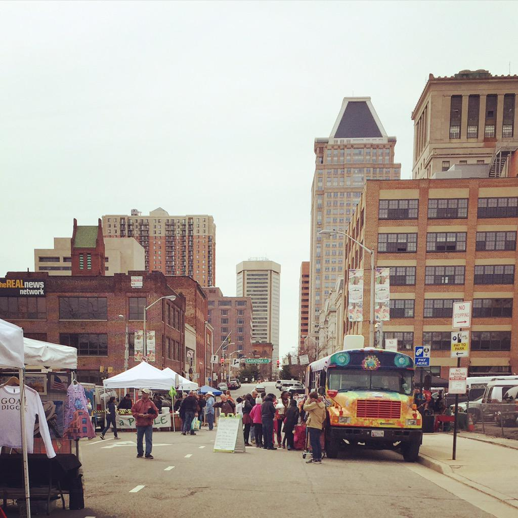 Our new home on Sundays is under the JFX. The @BmoreFarmersMkt is in full swing! #bmorefarmersmkt http://t.co/fjujBhiQus