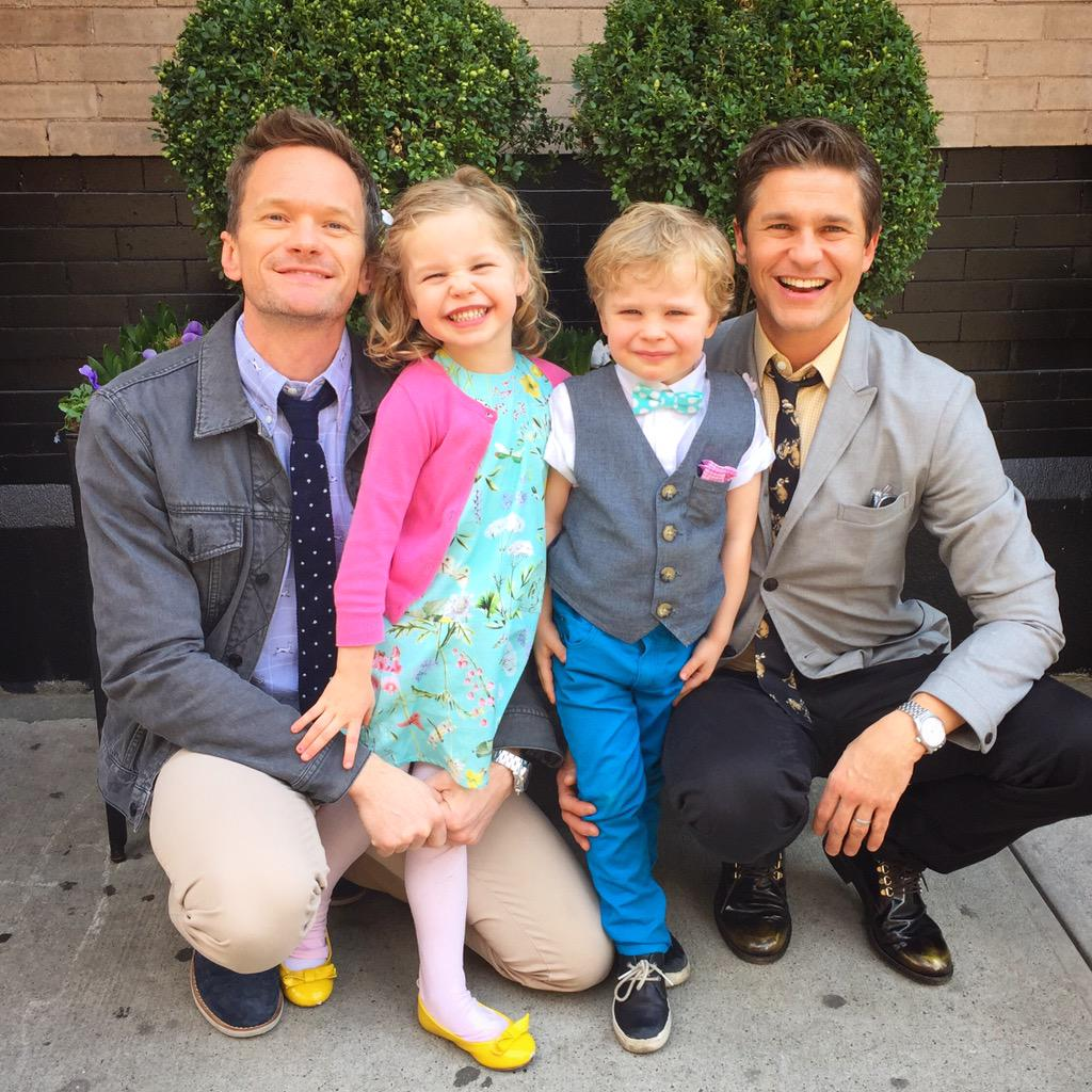 Neil Patrick Harris (@ActuallyNPH): Happy Easter from the Burtka-Harris bunnies and one lil' chick! http://t.co/dZS8DZWxqK