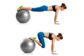 Roll-in con fitball para trabajar tu abdomen: una buena forma de comenzar a practicar para el pike http://t.co/PN1LT24lPR
