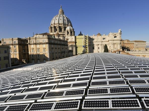 Meer #zonnepanelen op #daken in de stad, hoe mooi is dat? Oordeel zelf....  @urgenda @Polder_PV @DuurzaamLeiden http://t.co/PuwMXEUSVm