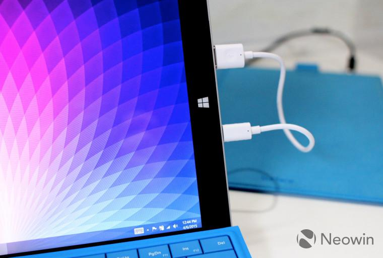 Here's what happens when you plug a Surface 3 into itself http://t.co/rDs7bTenFk http://t.co/FGhFDcDE4F