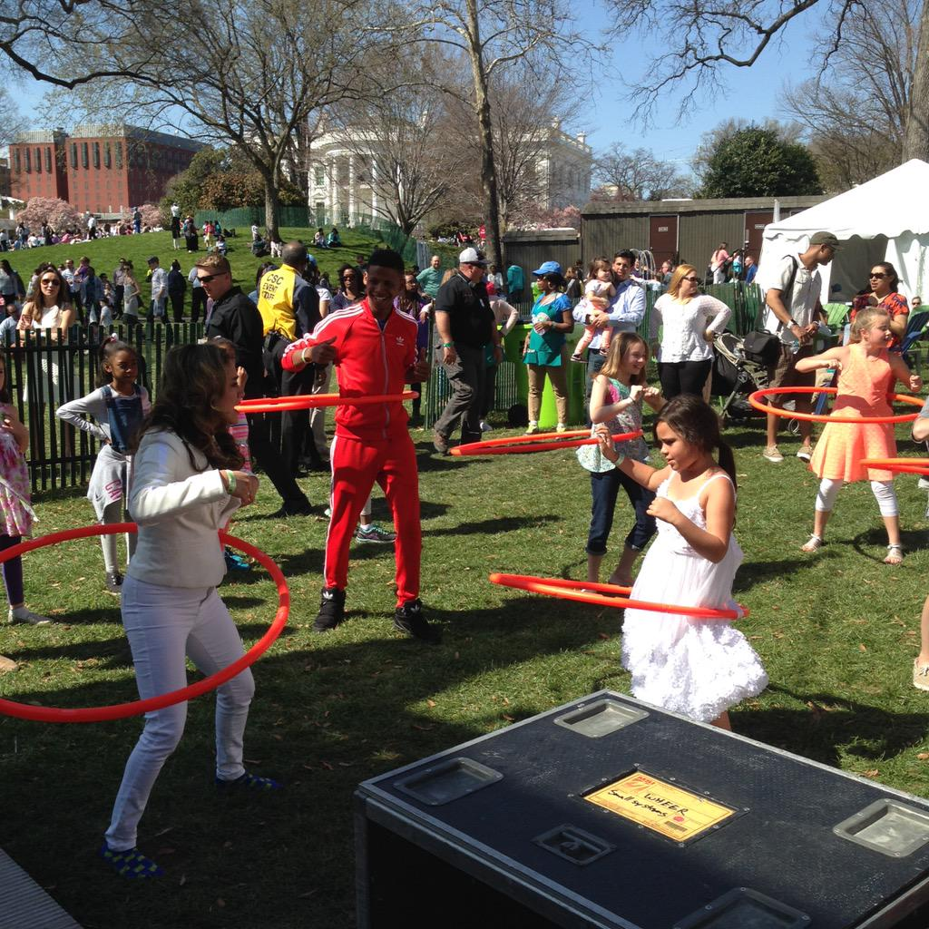 Impressive @AllyBrooke from @FifthHarmony impromptu hula hooping with a big group of kids.  @WhiteHouse #GimmeFive http://t.co/R7MKS2YHP9