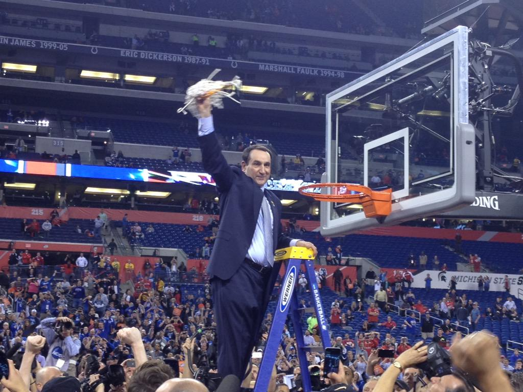 Coach K with the net, the fifth time he's cut it down as a national champion http://t.co/x5VqAeCzOS