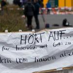 """""""Hört auf..."""": Einwohner von Haltern kritisieren Methoden einzelner Journalisten. #Germanwings #U49525 http://t.co/HqcGUmnCXJ"""