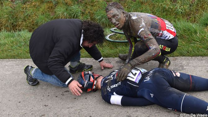 This scary @TDWsport pic shows Marcel Aregger and Rudiger Selig. Luckily Aregger is relatively okay after his crash. http://t.co/0gDw5L9wlC