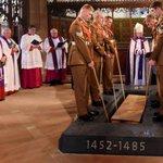 2012年に英中部レスターの駐車場の下から発見された英国王リチャード3世(1485年戦死)の棺が26日、レスター大聖堂に改葬されました(英語記事) RT @BBCNews: http://t.co/DG0ocGUbkB http://t.co/tOMhRy14pZ