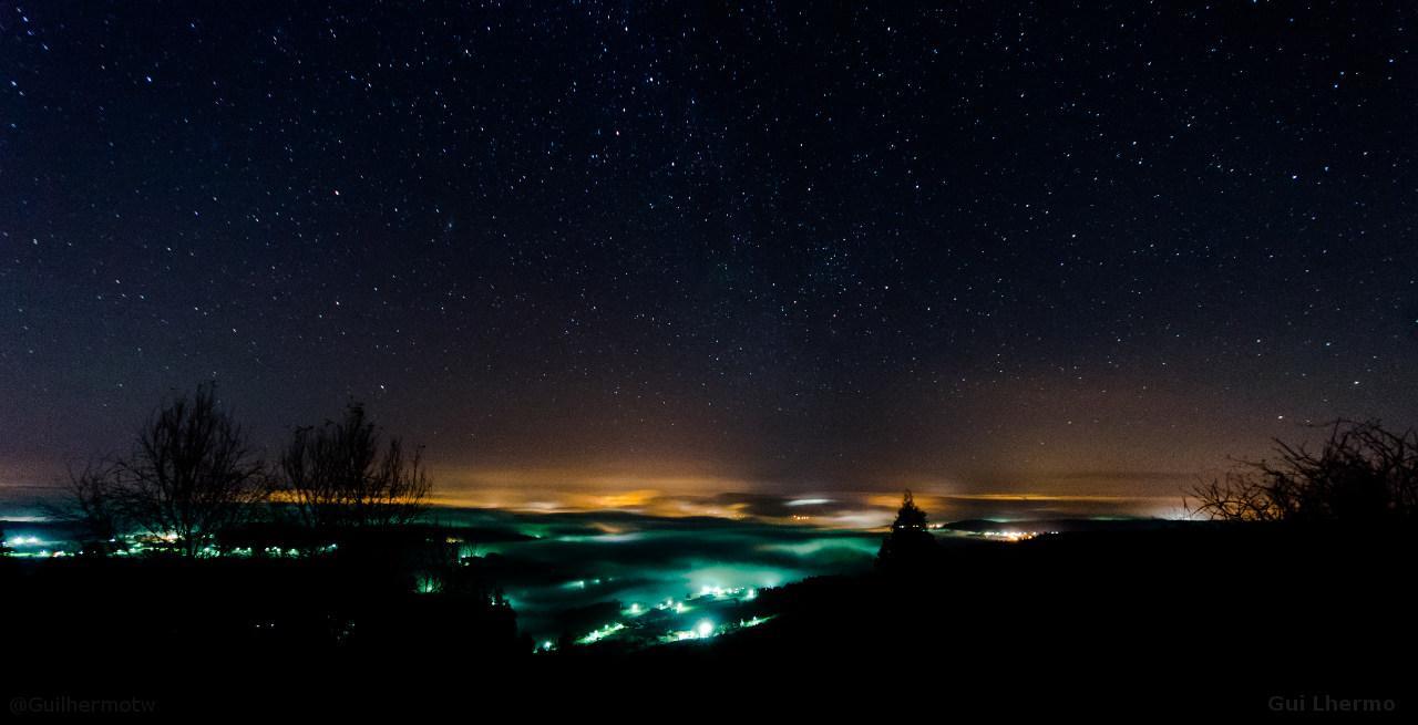 RT @GuiLhermotw: Foggy nights - Noches de niebla, noites meigas #Galicia @Galicia_Mola @fotodng @hacerfotos @markgcomau @Snapzu_Pics http://t.co/C75QiORB0V