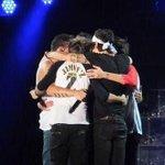 One huge fandom hug!!!!! We love you guys so much ???? http://t.co/3e4Ag2xg8O