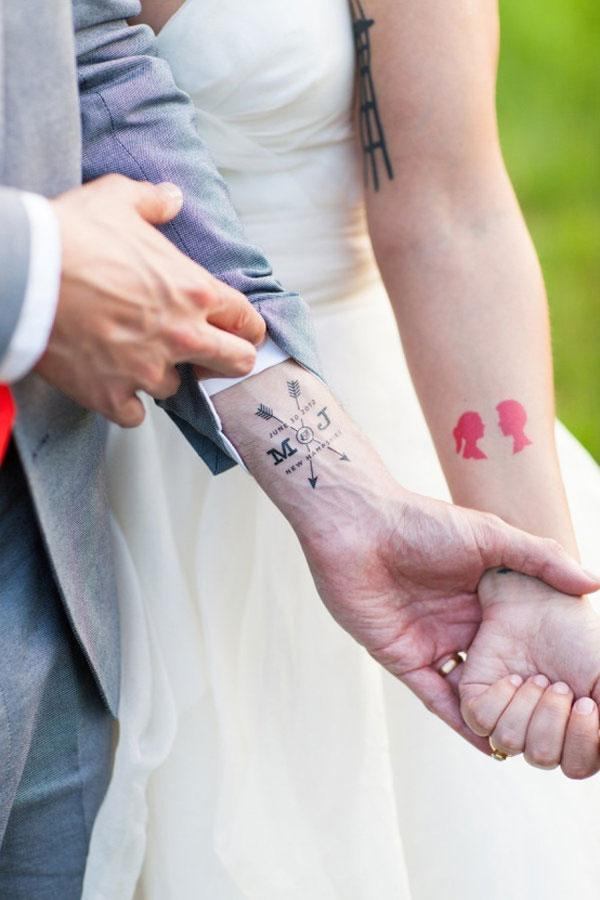 Lunchtime #Wedding Treat - How about a temporary wedding tattoo? We LOVE this idea do you?  Picture by @SummerStPhoto http://t.co/Vgi7ZCYZAM