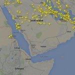 هذه الصورة توضح تحركات الطيارات المدنية وكما هو واضح تجنبهم منطقة الحرب. #عاصفة_الحزم http://t.co/7p0HVFKyOn