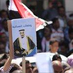 متظاهرون في #تعز يرفعون صور #الملك_سلمان والرئيس هادي تعبيرا عن تأييدهم لعملية #عاصفة_الحزم http://t.co/Wi20CWUsvG http://t.co/qMhHFRPwqJ