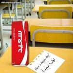 فاجئ زملائك في العمل بعلبة كوكاكولا و تمنى لهم نهارا سعيدا على ورقة صغيرة #ShareHappiness #jo #cokeojo http://t.co/soQ9KwgOjw
