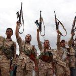 #عاجل || مراسل الجزيرة مباشر: قوات موالية للرئيس المخلوع والحوثيين تقترب من #عدن عبر الخط الساحلي #اليمن #عاصفة_الحزم http://t.co/uf8fQiQPtQ