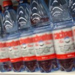 Denuncian que supermercados en #Antofagasta subieron drásticamente precio del agua embotellada http://t.co/LK1lfdQgkR http://t.co/etMvC0TdEy