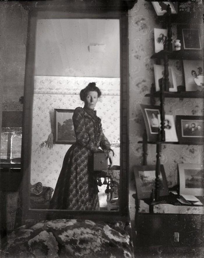 Not so modern after all. Selfie -1900. http://t.co/X2LwvSq7p0