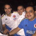 Camino al estadio con @entrenacarlos @FALCAO con @FCFSeleccionCol vamos Colombia!!!!!! http://t.co/VafUpw2pW4