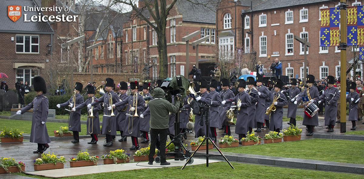 Benedict Cumberbatch and the band arriving at @LeicsCathedral cathedral #RichardReburied @cumberbatchweb http://t.co/Sj8vGdjBHP
