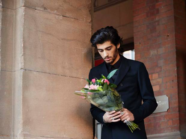 Zayn Malik puts strain on UK economy as hundreds of workers demand compassionate leave http://t.co/fARf3SuwUu http://t.co/yy0wo73oIN