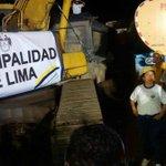 Castañeda se publicita con gran pancarta hasta en la desgracia de la gente. Y con casco amarillo. No es solidaridad http://t.co/DkN59G7k7P