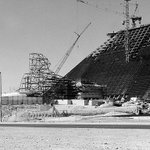 Were throwing it back to when #ThePyramid and #TheSphinx were being built! #ThrowbackThursday http://t.co/OL3B8M6OJK