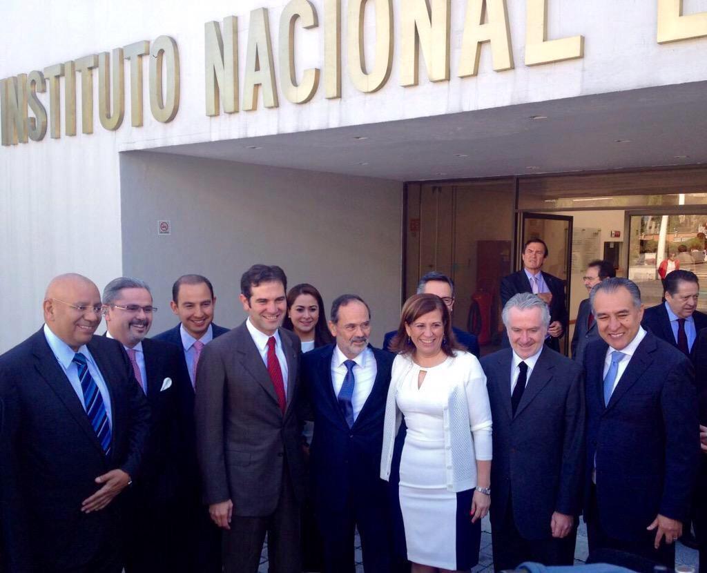 Con nuestros candidatos a diputados federales #2015EsAzul #ClaroQuePodemos http://t.co/HYRHCN4vuB