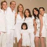 Foto exclusiva de la familia Franco apoyando a Pedro Franco http://t.co/OJQJzc45Nd