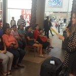 Nos acompaña Belén Salinas en esta actividad. Recuerden que donando un libro ayudamos a 500 niños. @MonicaBecerraC http://t.co/5g3AQHD1am